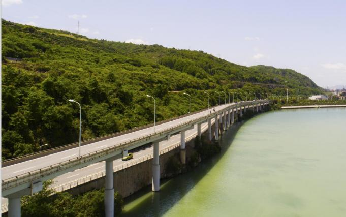 张家界市张罗公路鹭鸶湾段高架桥